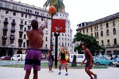 street basketball Cuba, Street Basketball, Basketball Practice, Basketball Leagues, News Games, Street View, Women, Pride, Colour