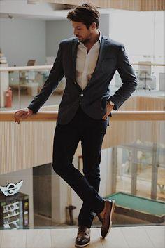 Birand Tunca in Erkenci Kus Evil Queen Quotes, Outfits Hombre, Designer Suits For Men, Charlie Puth, Turkish Beauty, Fine Men, Actor Model, Turkish Actors, Celebs