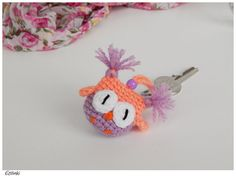 Keychain Little owl in candy colors, best gift for girl, cute woman keychain, owl key ring, kawaii bird charm, teen girl accessory keyring
