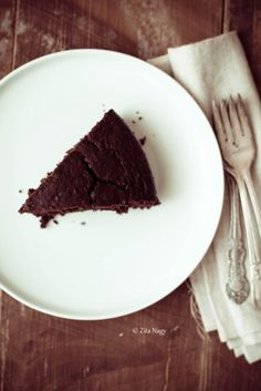 Vegan beetroot chocolate cake - had some at the weekend and it was delicious. Beetroot Chocolate Cake, Beet Cake, Real Food Recipes, Vegan Recipes, Cooking Recipes, Sweet Tooth, Food Photography, Treats, Baking