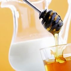 Milk and Honey_Easy_Homemade_Hair_Mask Homemade Facial Mask, Homemade Facials, Homemade Beauty, Homemade Masks, Homemade Hair, Homemade Products, Home Remedies For Skin, Natural Remedies, Glycolic Peel At Home