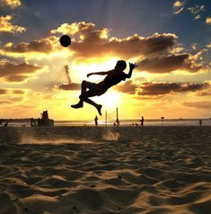 Why Soccer Pictures? Because Soccer is the most popular sport in the world, its played by 250 million players in over 200 countries. Photography Degree, Soccer Photography, Action Photography, Sunset Photography, Soccer Pro, Soccer Players, Football Soccer, Sand Soccer, Football Things