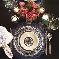 """Tudo azul por aqui!!! #tabletop #tabledecor #tavolachic #tablescape #tablesetting #tabletips #chegouvisita  #pradarmaissaboravida #galeriedecoracoes…"""