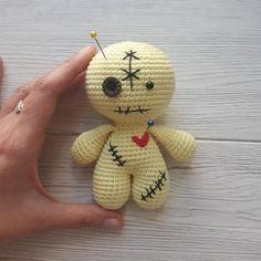 Owie the Voodoo Doll – Free Amigurumi Pattern Halloween Crochet Patterns, Crochet Toys Patterns, Stuffed Toys Patterns, Crochet Dolls, Yarn Dolls, Amigurumi Patterns, Dammit Doll, Doll Patterns Free, Crochet Monsters