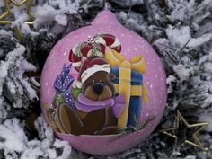 Christmas glass ball hand painted in country painting. Christmas ornaments, bear with presents 12 cm Look at me on Etsy:https://www.etsy.com/it/shop/sempreNatale