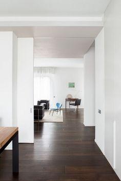 schiebetur-kuche-wohnzimmer-weiss-furnier-modern-minimalistisch.jpg 750×1.125 Pixel #Schiebetür