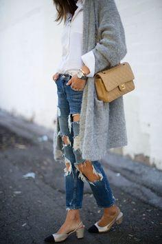 Engana-se quem pensa que o tecido é sinônimo de looks mais casuais, principalmente quando falamos dos jeans rasgados. Veja como usar a peça!