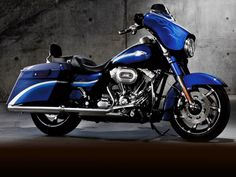 Custom Paint Ideas for touring Motorcycles | 2010 Harley-Davidson® FLHXSE CVO™ Street Glide® —