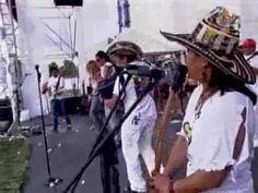 """▶ Shakira y Carlos Vives """"La Gota Fría"""" - YouTube"""