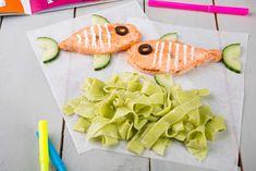 El pescado es fundamental en una dieta equilibrada y sana. Y si los peques dan la lata, solo hay que echarle un poco de imaginación: hacer hamburguesas de salmón, por ejemplo, es una solución bastante sencilla y divertida en la que seguro no dejan ni el plato!