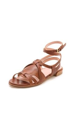 Love these Stuart Weitzman greek sandals Roman Sandals, Greek Sandals, Stuart Weitzman Sandals, Shoes Photo, Trendy Shoes, Huaraches, Beautiful Outfits, Leather Shoes, Me Too Shoes