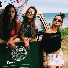 Image via We Heart It #bestfriend #besties #fashion #forever #friendship #fun #girls #happy #life #love #sea #sisters #summer #sun #bff's