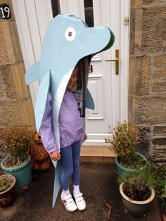 Need a Last Minute Kids Halloween Costume? Check out these 15 Last-Minute Halloween Costumes You Can Quickly DIY in under 15 minutes. Whale Costume, Dolphin Costume, Shark Costumes, Animal Costumes, Diy Costumes, Fish Costume Kids, Costume Ideas, Last Minute Halloween Costumes, Halloween Costumes For Kids