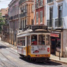 LINIE 28 #leiderüberfüllt #lissabon #lisboa #portugal #traffic #tram #linie28 www.porip.de