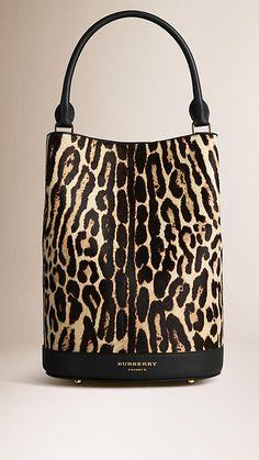 Natural Bolsa The Bucket de pele de novilho com estampa animal - Imagem 1