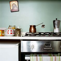 Historias de cocina desde Los Balcanes // Kitchen stories from the Balkans (by Eugenia Maximova) Eclectic Kitchen, Kitchen Interior, Photography Exhibition, Kitchen Stories, Make Up Your Mind, Kitchen Photos, Documentary Photography, Kitsch, Kitchen Appliances