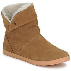 Pour DC Shoes, la boot d'hiver est camel et fourrée  http://www.spartoo.com/DC-Shoes-AURA-LE-x149382.php
