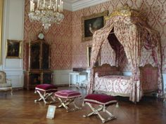 Chateau Versailles, Palace Of Versailles, Castle Bedroom, Dream Bedroom, Photo Chateau, Royal Bed, Bed Crown, French Bed, Dreams Beds