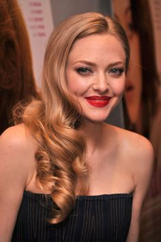 Amanda Seyfried's Half-and-Half Style An elegant way to mix up your evening look? A curl that starts mid-way down your hair and wraps into loose, angelic ringlets. Choose a mid-sized barrel to mimic these screen siren strands.