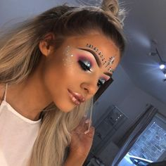 🦄🦄🦄Festival makeup inspo 💖 Eyes inspired by my faces & 💖 Head jewles&glitter Music Festival Makeup, Festival Makeup Glitter, Festival Make Up, Festival Looks, Festival Gems, Rave Festival, Makeup Inspo, Makeup Inspiration, Beauty Makeup