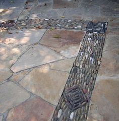 Patio Design Ideas: Flagstone with River Rock Mosaic Flagstone Pavers, Gravel Patio, Concrete Patio, Mosaic Rocks, Pebble Mosaic, Rock Mosaic, Stone Mosaic, River Rock Patio, River Rocks