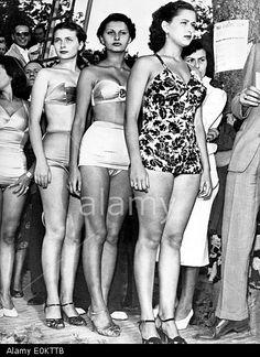 actress-sophia-loren-at-the-miss-italia-pageant-E0KTTB.jpg (393×540)