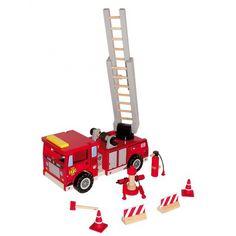 Houten brandweerauto met accessoires. Luxe houten brandweerauto met afzet pionnen en andere bijpassende accessoires. De brandweerauto heeft een formaat van ongeveer 27 x 10 x 12 cm.