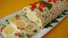 Rulada cu ou si legume - Se prepara foarte usor Ingrediente:  3 oua  2 morcovi  3 cartofi de marime medie  1 mar  200 gr mazare din conserva  20 gr gelatina  1 lingura zeama de lamaie  3 -4 linguri smantana mai grasa...