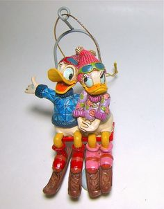 On the way up to the top of the ski slope, Donald and Daisy get in a little cuddle time! DAISY AND DONALD DUCK SKI LIFT HOLIDAY ORNAMENT (Jim Shore Disney Traditions)