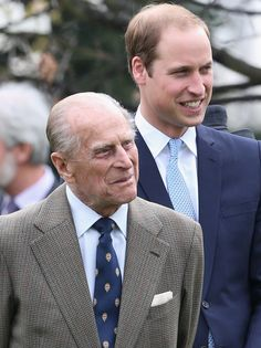 Prince William, Duke of Cambridge and Prince Phillip, Duke of Edinburgh attend the Windsor Greys Statue unveiling on March 2014 Prince William And Catherine, William Kate, Celebrity Babies, Celebrity Photos, Celebrity News, Celebrity Style, Reine Victoria, Royal Uk, Isabel Ii