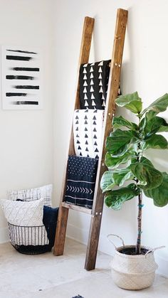 Wooden ladder / ladder / blanket ladder - All About Decoration Decor, Small Apartment Decorating, College Apartment Decor, Living Room Decor, Rustic Blankets, Diy Apartments, Ladder Decor, Home Decor, Wooden Ladder