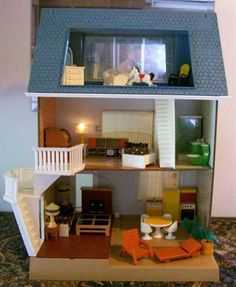 vintage fisher price doll house...We had this!  @Elizabeth Lockhart Williams @Holly Elkins Williams