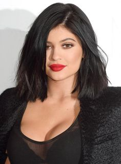 Forget the shot glass, here's how you can safely get plump lips a la Kylie Jenner.