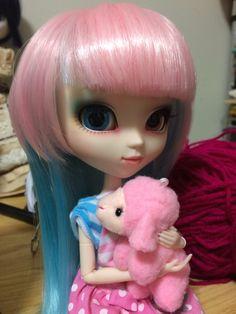 Akemi and the little pink sheep Akemi et le petit mouton rose