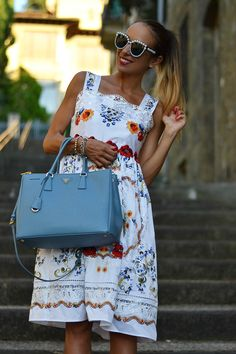 Embroidered dress - Prada bag