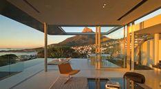 A grande parede de vidro. A Cidade do Cabo é o cenário desta residência.