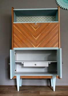 home Meubles rnovs Pine Furniture, Simple Furniture, Art Deco Furniture, Colorful Furniture, Upcycled Furniture, Furniture Makeover, Décoration Mid Century, Mid Century Decor, Muebles Art Deco
