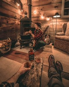 The beginning of a beautiful night at the cabin 💞 Small Log Cabin, Tiny House Cabin, Log Cabin Homes, Cozy Cabin, Cabins In The Woods, House In The Woods, Cabin Fireplace, Off Grid Cabin, Hunting Cabin