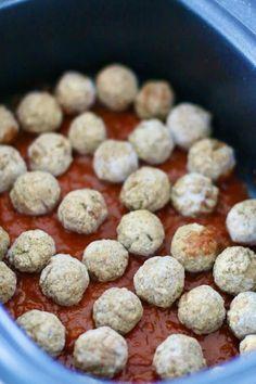 Crock Pot Meatballs, Crockpot Spaghetti And Meatballs, Spaghetti Recipes, Crock Pot Soup, Crock Pot Cooking, Slow Cooker Recipes, Crockpot Recipes, Slow Cooker Spaghetti, Styling A Buffet