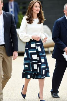 Tall Fashion Tips Kate Middleton Wore a Perfect-for-the-Office Outfit This Morning.Tall Fashion Tips Kate Middleton Wore a Perfect-for-the-Office Outfit This Morning Kate Middleton Outfits, Looks Kate Middleton, Estilo Kate Middleton, Kate Middleton Fashion, Cute Work Outfits, Office Outfits, Classy Outfits, Amazing Outfits, Chic Outfits