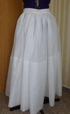 Anleitungen und Projekte - Kleider. Clever idea--a cotton organza slip under a Cranach style dress to add a little volume.
