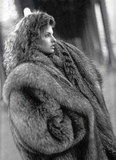 La Ronde Des Fourrures - Vogue France ( late 80s) Linda Evangelista by Arthur Elgort