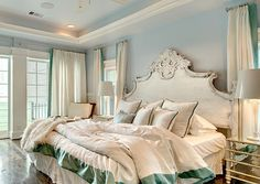 The Little Couple's Master Bedroom (Bill & Jennifer)... Love this. That headboard is amazing!!.