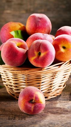 Food wallpapers for iPhone & Android. 🍕🍿🍧 For more Tech News ₹ Gadget updates, click the link below. Fruit Plants, Fruit Garden, Fruit Trees, Fruit And Veg, Fruits And Vegetables, Fresh Fruit, Fruits Photos, Peach Fruit, Green Pumpkin