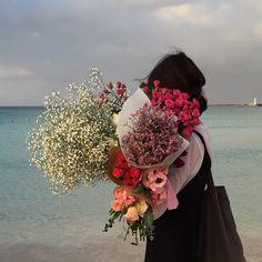 """3,901 Likes, 23 Comments - 제주 그꽃 (@iam_hyun) on Instagram: """"웨딩부케나 , 기념일 다발은 최소 일주일전에 문의 주셔야 예쁘게 제작되어요 ,  택배는 생화를 제외하고 가능하답니다. (날씨문의는 기상청에.. 해주세요 너무 오락가락해서..…"""""""