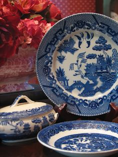 Blue Willow ~ love the covered dish