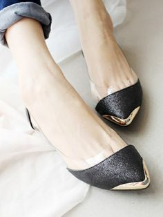 Toecap Pointed Ballet Flats, love these little shoes. Cute Shoes, Me Too Shoes, Shoe Boots, Shoes Sandals, Women's Flats, Pointed Ballet Flats, Crazy Shoes, Funky Shoes, Flat Shoes