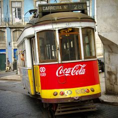Tramway 28 Coca Cola, dans les rues de Lisbonne