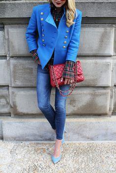 Jacket . Denim . Top: RL ( old, similar ). Shoes: Old, similar . Bag: Chanel. Sunglasses . Nails: Formula X'Provocative'.