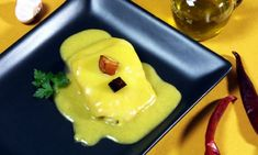 Bacalao al Pil Pil. Cod in Pil Pil sauce. Halibut, Spanish Food, Butter Dish, Seafood, Cooking Recipes, Pudding, Fish, Breakfast, Desserts